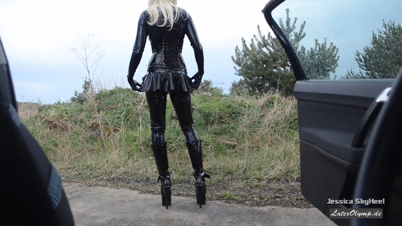 Blonde Latex Girl with 20 cm (8 inch) High Heel Plateau Boots at the car