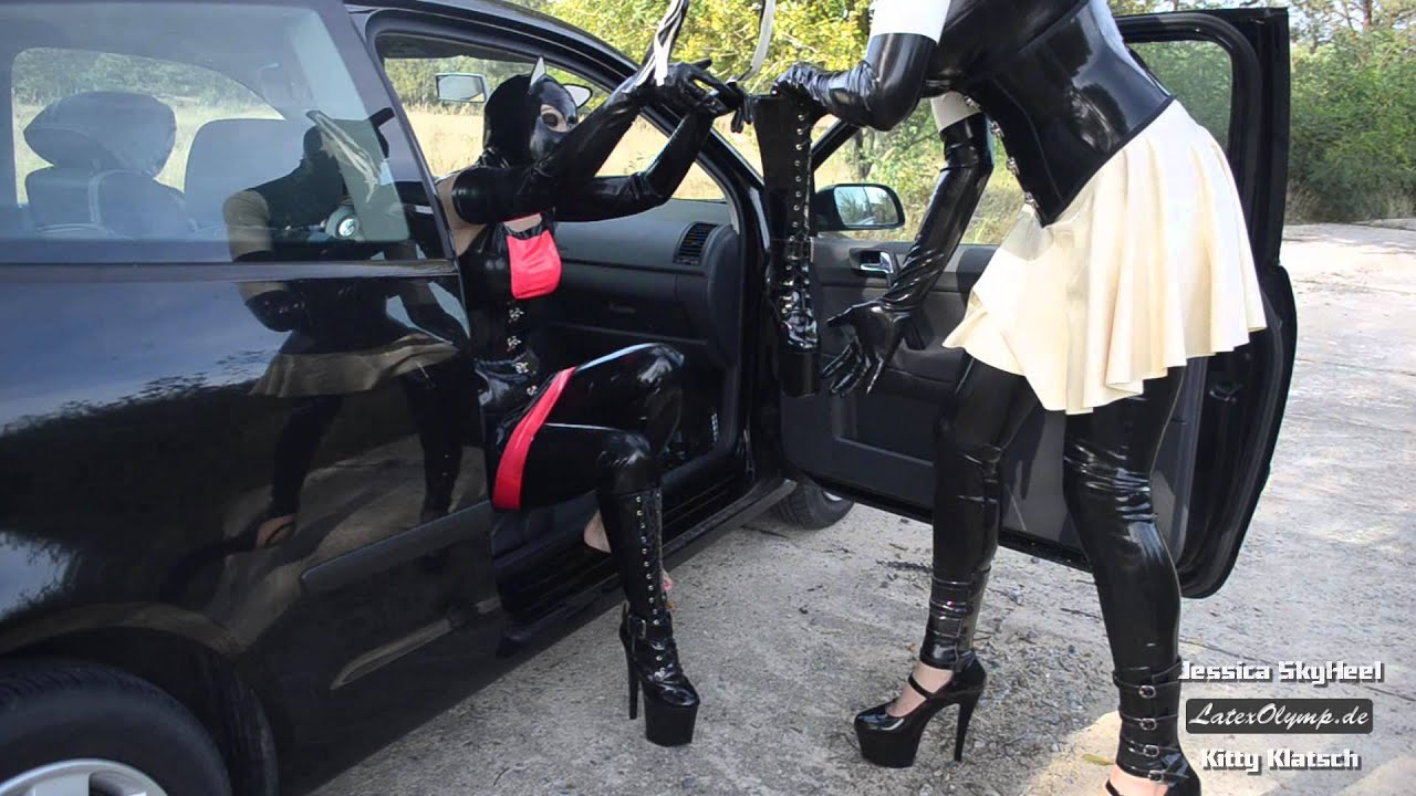 2 Fetish Girls changing pink High Heels against Plateau Boots at their black Car