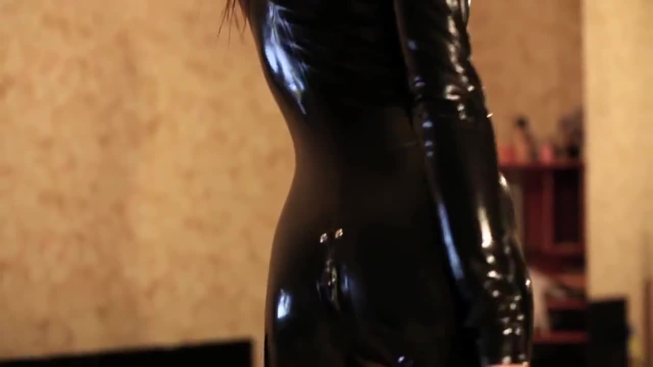 Latex Model Dressing up
